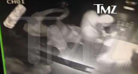 Jay-Z aparece em vídeo de suposta briga com Solange