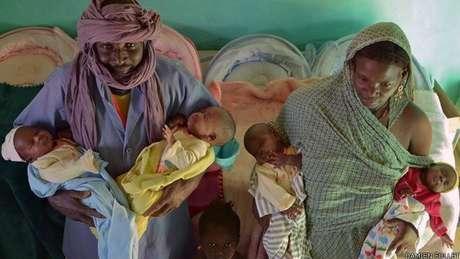Após cruzar deserto, família teve uma surpresa ao descobrir gravidez com quadrigêmeos