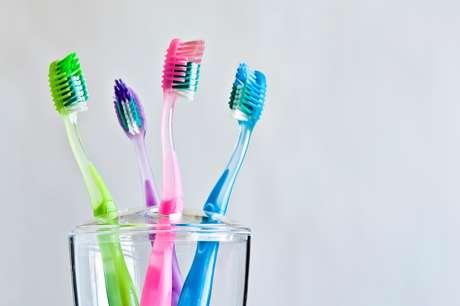Se puede guardar el cepillo dental con capas protectoras