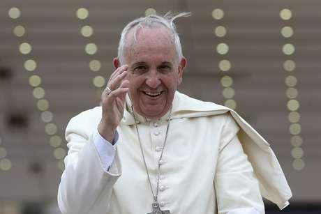 <p>Francisco terminou o sermão em uma de suas missas dizendo que todos seriam batizados, inclusive aliens, se pedissem para entrar na Igreja Católica</p>