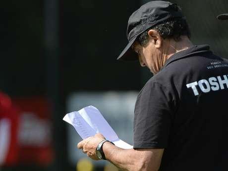 <p>T&eacute;cnico do S&atilde;o Paulo tamb&eacute;m n&atilde;o descartou assumir o Brasil em caso de demiss&atilde;o de Luiz Felipe Scolari</p>
