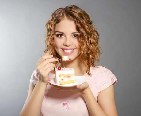 Use o açúcar mascavo ou demerara, que são ricos em nutrientes,  na preparação de bolos e biscoitos