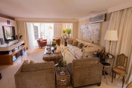A espaçosa casa em São José do Rio Preto, interior de São Paulo, abriga um casal e dois filhos adultos que gostam de receber os amigos