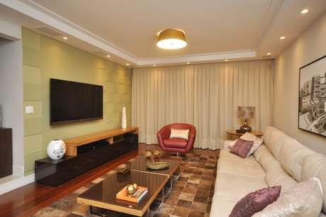 A redecoração abrangeu todos os cômodos da residência, onde mora um casal com um filho. A ideia dar um toque aconchegante, alegre e contemporâneo