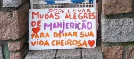Placa em frente à casa de Nonô Joris: inciativa simples chamou a atenção da vizinhança e já se espalha pela cidade