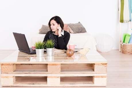 Os páletes vêm ganhando espaço principalmente como base de móveis como mesa, sofá, cama ou banco