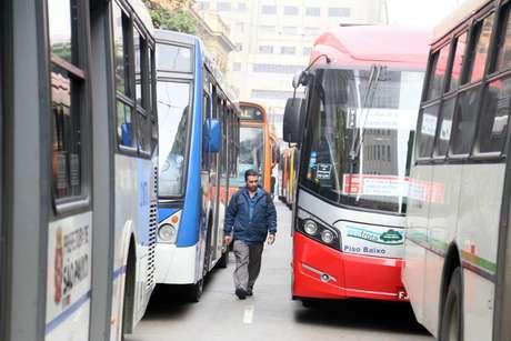 Ônibus ficaram parados em diversas vias da região central de São Paulo
