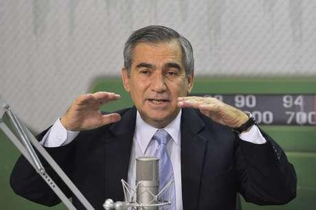 <p>Ministro Gilberto Carvalho é o primeiro a falar abertamente sobre a nomeação de Joaquim Levy para o Ministério da Fazenda</p>