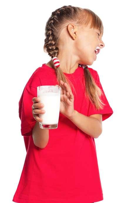Um dos alimentos que mais causam alergia é o leite de vaca; comum em crianças, rara em adultos