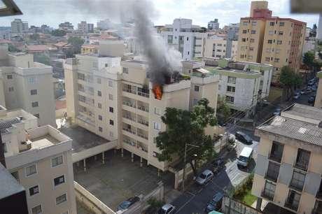<p>Incêndio atingiu apartamento no bairro da Graça, em Belo Horizonte</p>