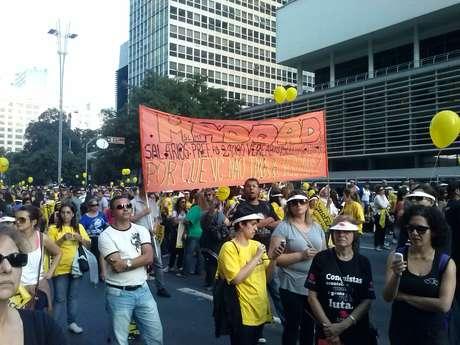 <p>Faixa exibida no protesto cobrava transpar&ecirc;ncia de Haddad</p>