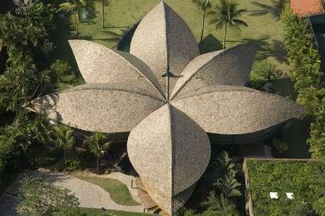 A natureza também foi a inspiração para este projeto do escritório Mareines-Patalano em Angra dos Reis, que buscou suas formas nos desenhos de folhas