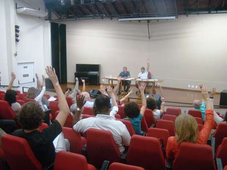 Professores votam pela greve em assembleia na Adunicamp