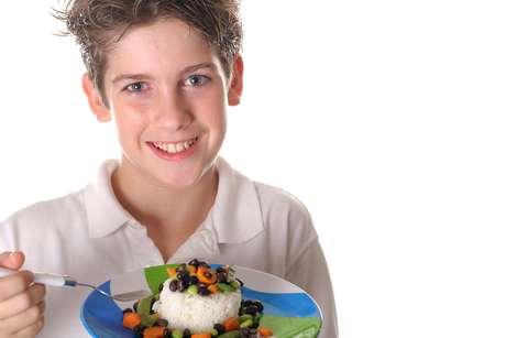Arroz e feijão: a dupla fornece aminoácidos importantes para o desenvolvimento de crianças e adolescentes