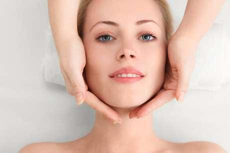 Massagem facial promete rejuvenescer a pele do rosto apenas com movimentos de ginástica e adiar as aplicações da tradicional toxina botulínica por alguns anos