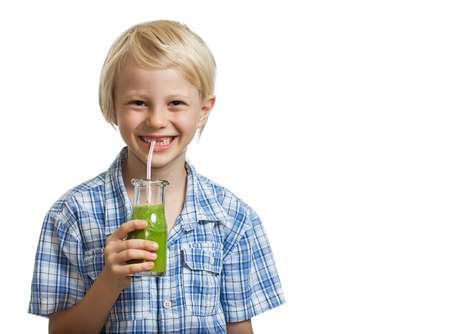O suco verde não deve ser adoçado, pois os vegetais e frutas já contêm açúcar