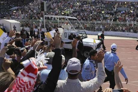 Papa inicia viagem ao Oriente Médio pedindo paz na Síria
