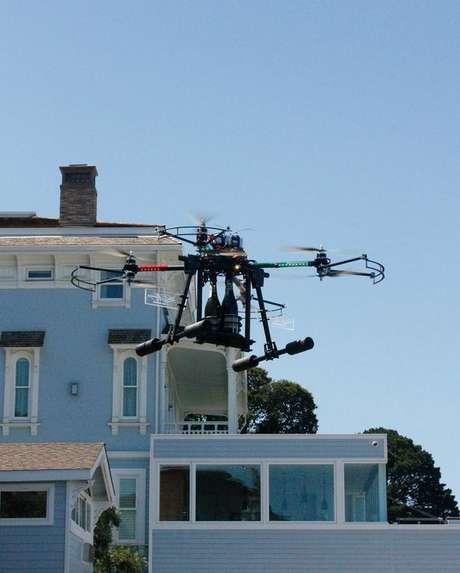 Entrega de champanhe é feita por drone em hotel nos Estados Unidos