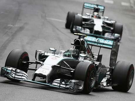 <p>Rosberg superou Hamilton e reassumiu a liderança do Mundial de pilotos</p>