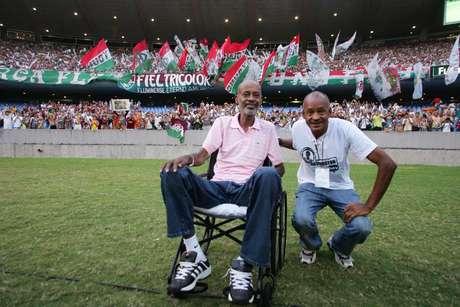 <p>Ex-atacante de Atlético-PR e Fluminense sofria de esclerose; em 2009, Washington (à esquerda) e Assis foramhomenageadosem confronto entre os dois clubes</p>