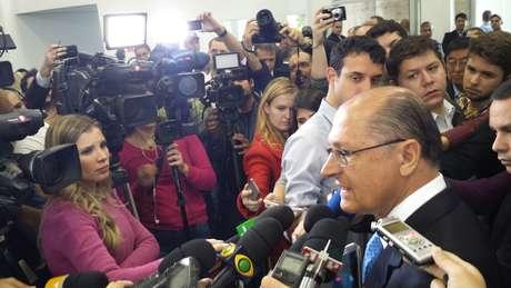 """""""Foi investido R$ 66 milhões pelo governo federal na área de tecnologia e R$ 2,5 milhões pelo Estado para reformar e adaptar o prédio. A hora que acabar a Copa, isso vai ficar como um centro de inteligência"""", afirmou o governador Alckmin"""