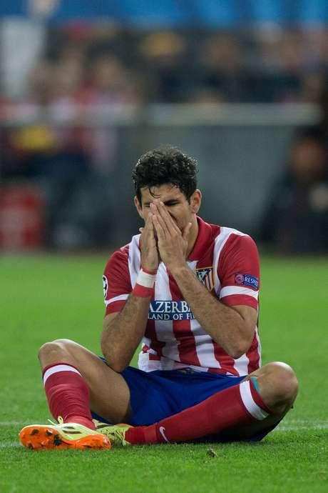 O jogador sofreu uma pequena ruptura na coxa direita, segundo exames realizados nesta segunda-feira.