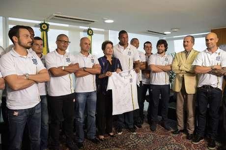 Dilma Rousseff se reuniu com líderes do movimento Bom Senso FC