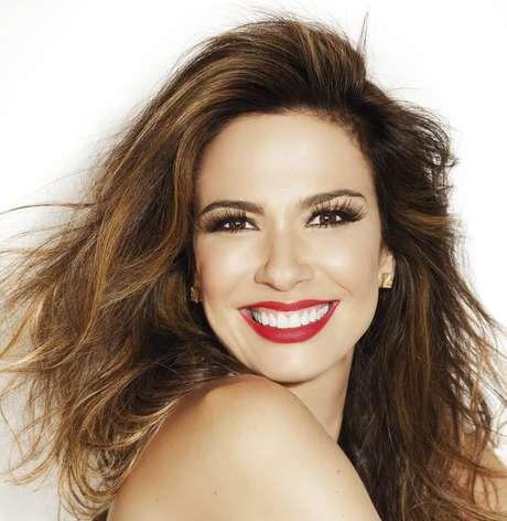 Estrela da Rede TV, Luciana Gimenez é adepta de dois procedimentos estéticos para combater a flacidez da pele do rosto e do corpo