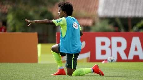 Willian é um dos jogadores da Seleção que aderiram ao novo tipo de modelo