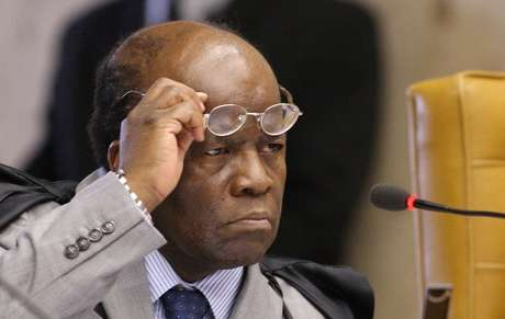 <p>Joaquim Barbosa deixa a relatoria do processo do Mensal&atilde;o</p>