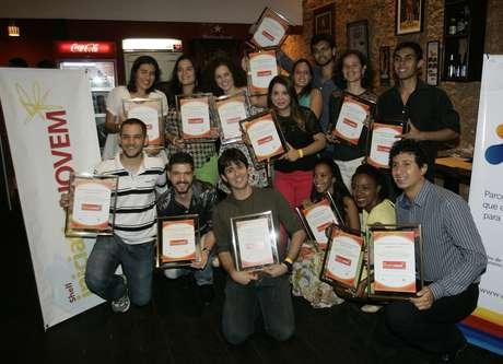 Participantes do programa Shell Iniciativa Jovem recebem certificado de conclusão do processo de capacitação