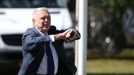 José Maria Marin visita Seleção Brasileira na Granja Comary