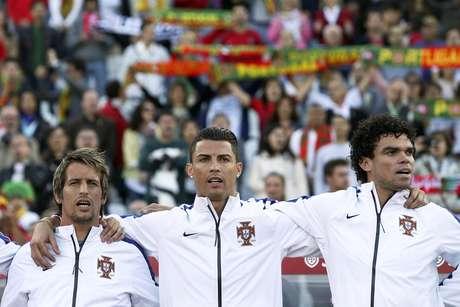 <p>Cristiano Ronaldo, Fábio Coentrão,Pepe, João Moutinho e Raul Meireles foram poupados</p>