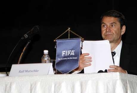 <p>Chefe de segurança da Fifa, Ralf Mutschke (foto) afirmou já ter identificado contatos de empresas de manipulação com jogadores e árbitros; Delia Fischer negou que partida do Brasil tenha preocupação especial em investigações</p>
