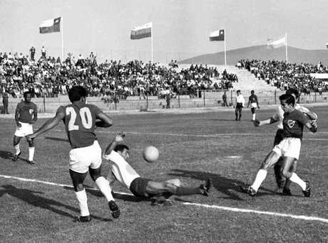 Antonio Rada (camisa 20) participou da Copa do Mundo de 1962