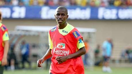 <p>Com a ausência de Paulinho, Ramires ganhará uma oportunidade entre os titulares para o amistoso desta terça-feira, em Goiânia</p>