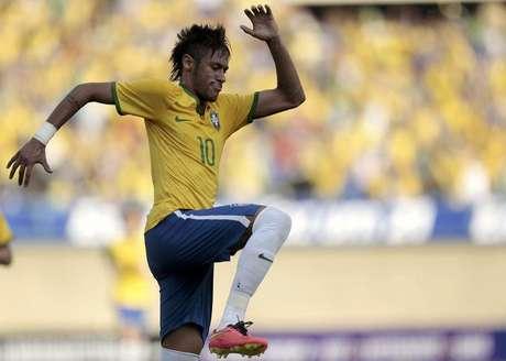 O atacante Neymar comemora gol do Brasil contra o Panamá em Goiânia nesta terça-feira.