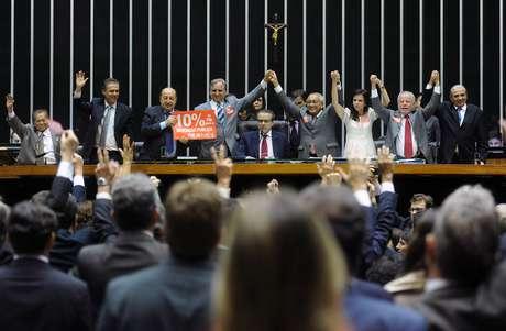 Deputados concluem aprovação do Plano Nacional de Educação 2011-2020