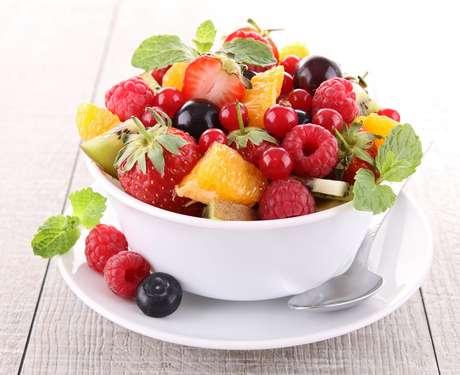 O truque é sempre incluir uma fruta diferente na salada de frutas da criança