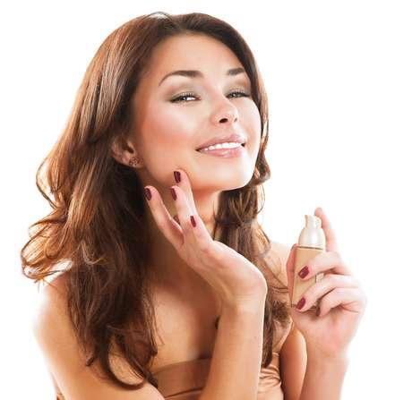 O BB Cream e o CC Cream preparam a pele para receber a maquiagem
