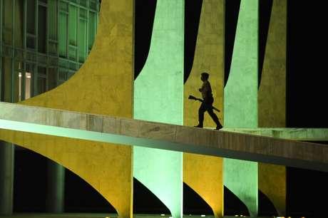 <p>Agência diz que o País continua registrando crescimento baixo</p>