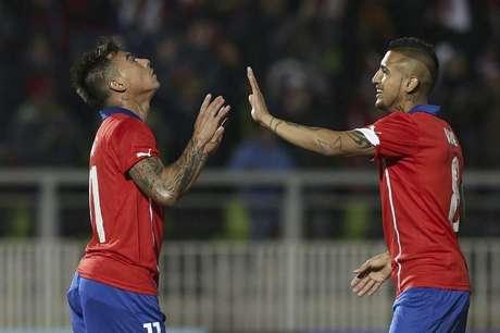 <p>Chilenos Eduardo Vargas e Arturo Vidal atuam no futebol europeu</p>