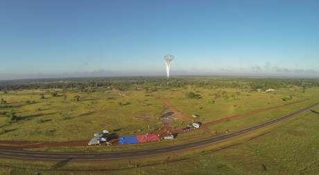 Balão do Google Loon planando na cidade Teresina, Piauí