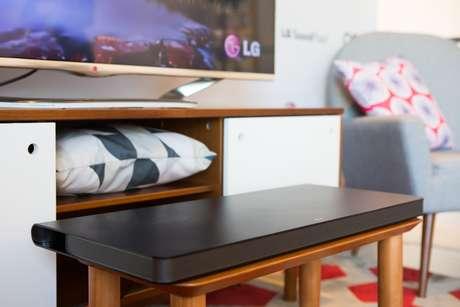 O home speaker da LG é feito com policarbonato-ABS e suporta até 38 Kg