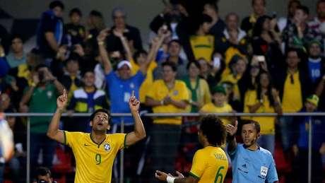 Fred comemora o gol marcado contra a Sérvia