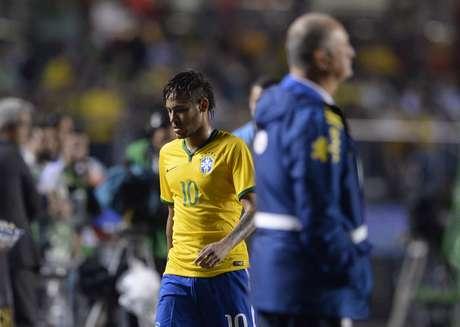Em 2014, Neymar saiu cabisbaixo e sob vaias em São Paulo