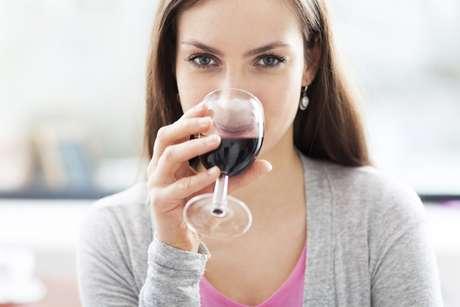 La acidez del vino daña el esmalte, que necesita tiempo para recuperarse