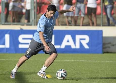 <p>Suárez participoude treino aberto do Uruguai na Arena do Jacaré, em Minas Gerais, antes de enfrentar a Costa Rica no Castelão, em Fortaleza, em seu primeiro jogo da Copa do Mundo</p>