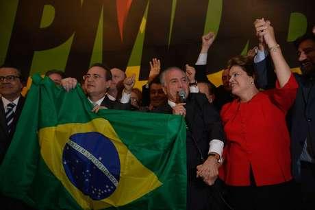 <p>Presidente Dilma na convenção do PMDB com o vice-presidente Michel Temer, senador Vardir Raupp, e os presidentes do Senado, Renan Calheiros, e da Câmara, Henrique Alves</p><p></p>