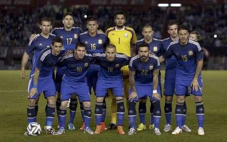 Seleção da Argentina em foto antes de amistoso internacional contra  Trinidad e Tobago antes da Copa 4b104f9251242